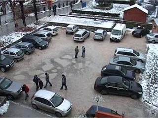 mai-multe-locuri-de-parcare