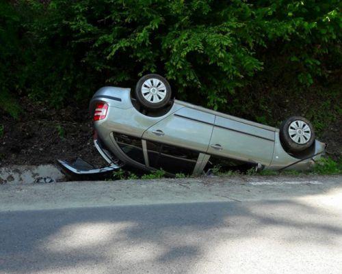 accident masina rasturnata